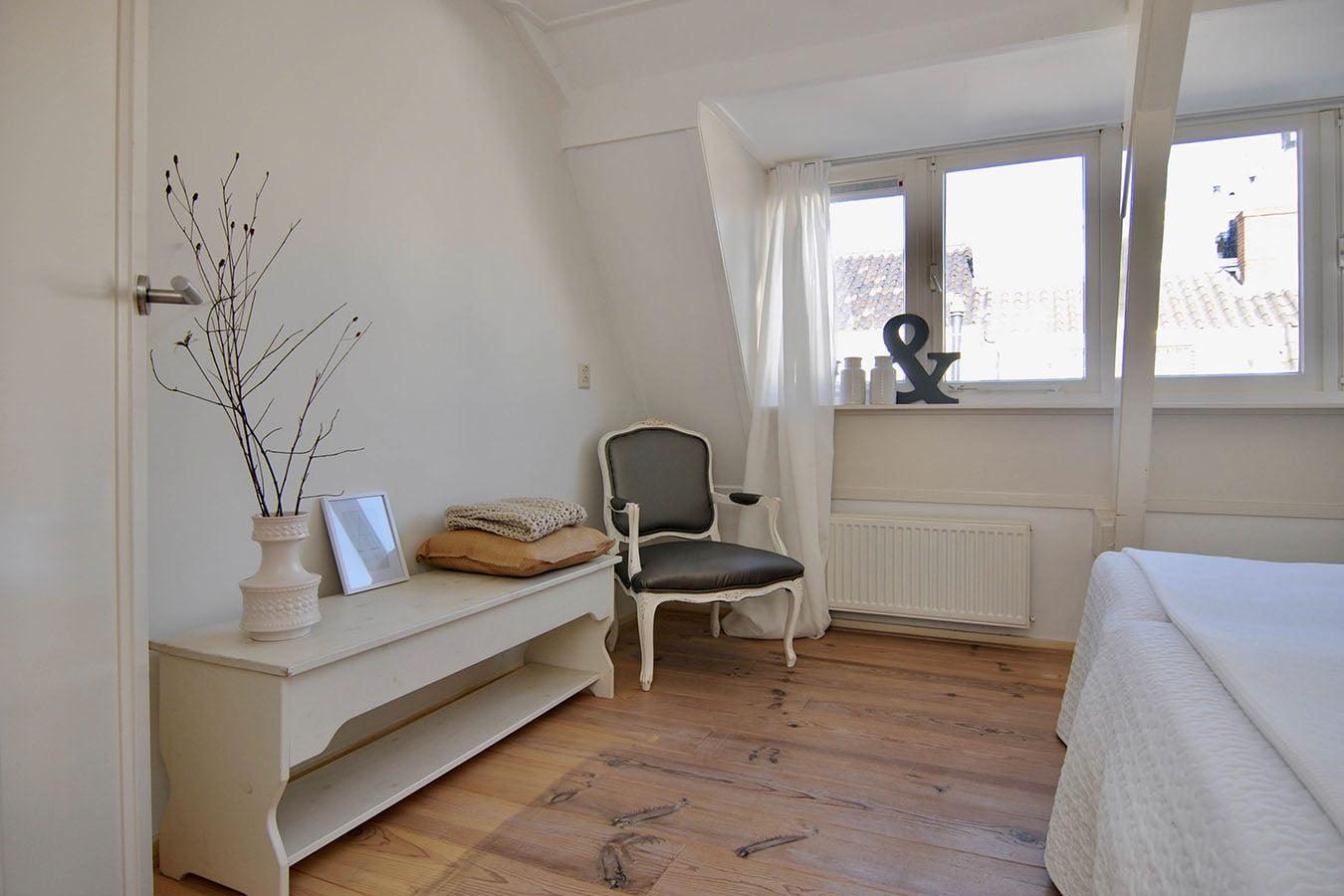 styling van een slaapkamer met ramen