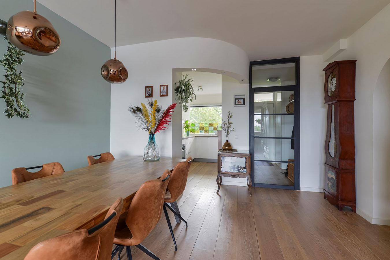 Foto van een woonkamer in een flat