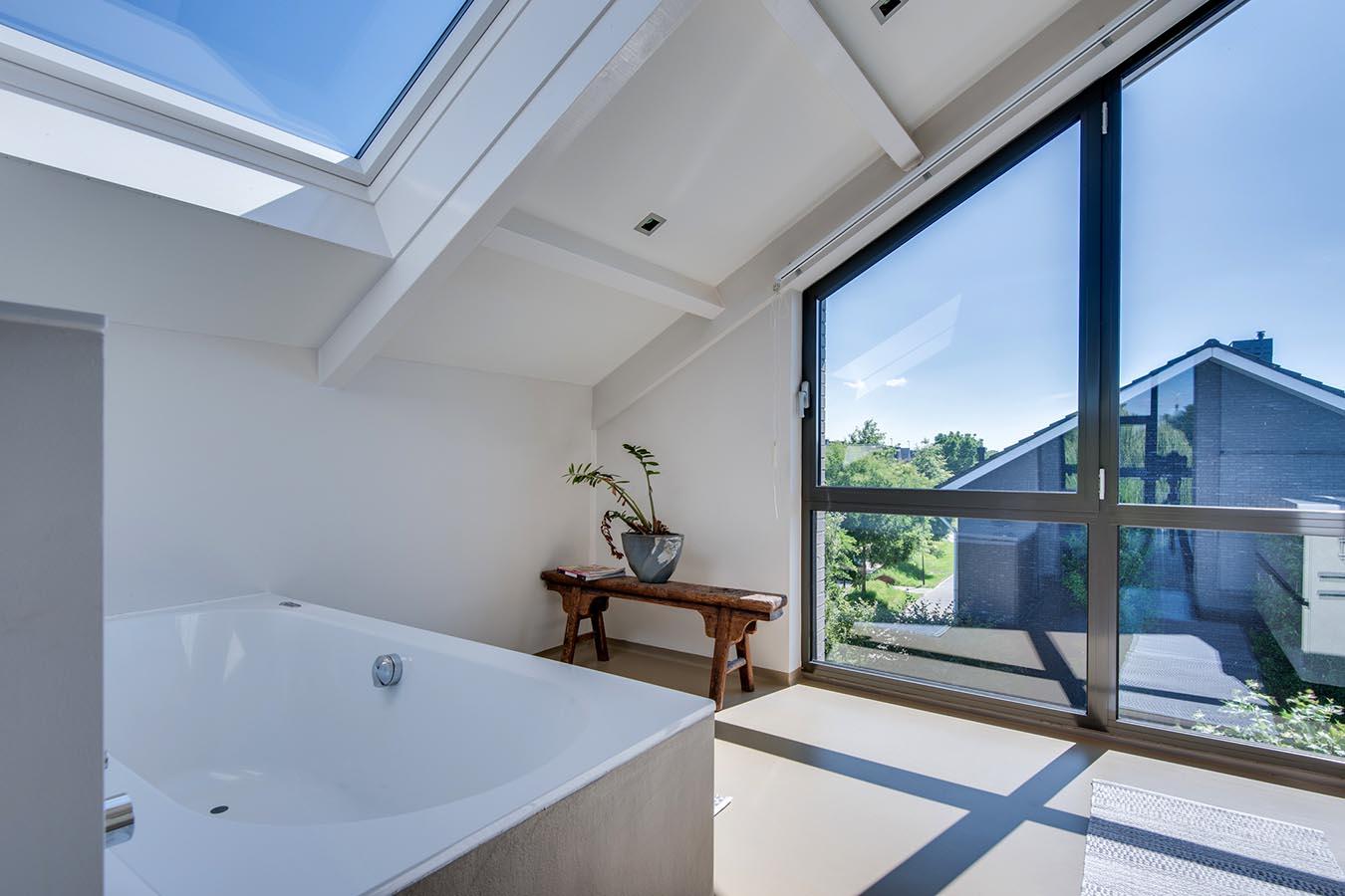 Badkamer met luxe bad