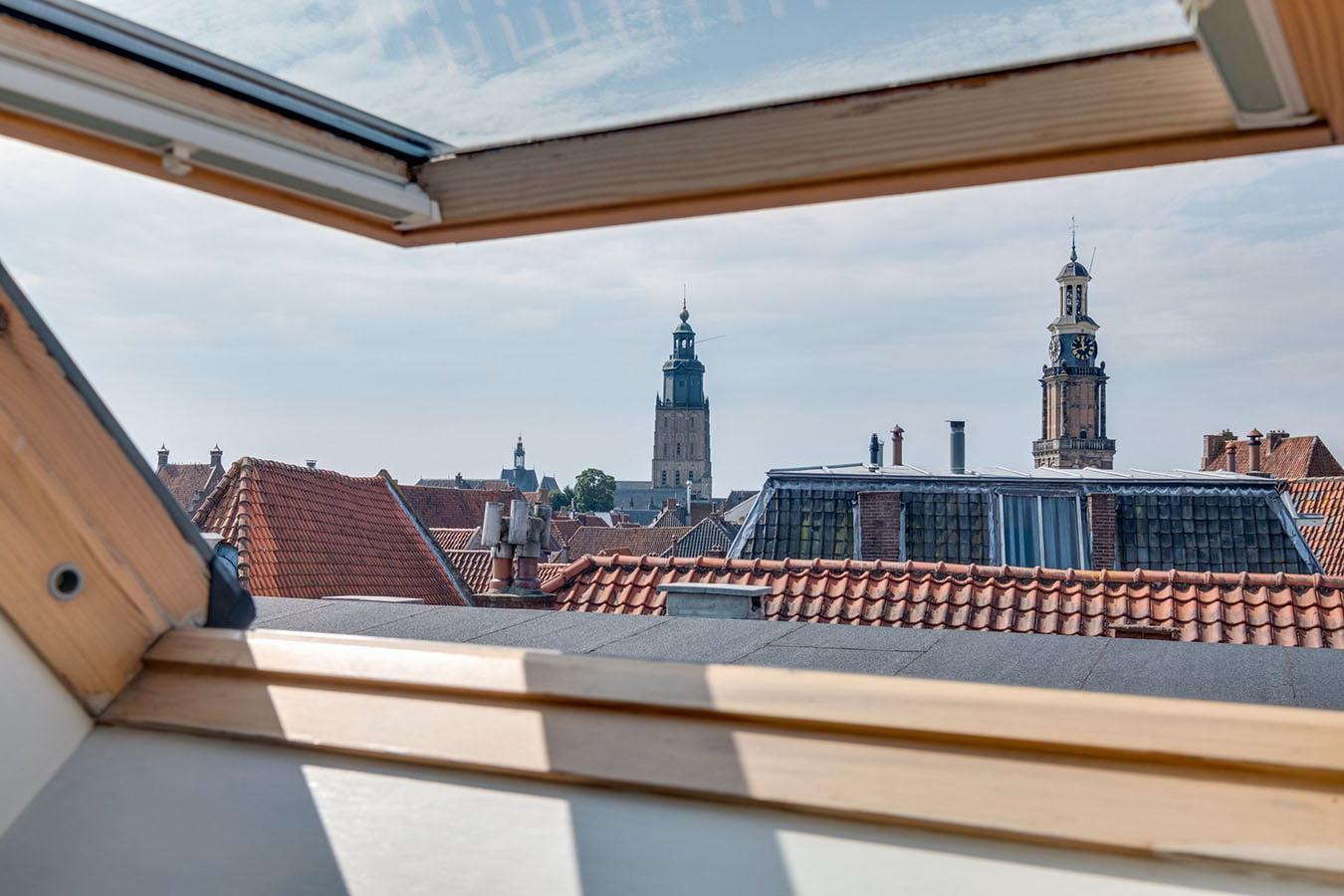 uitzicht uit een dakraam