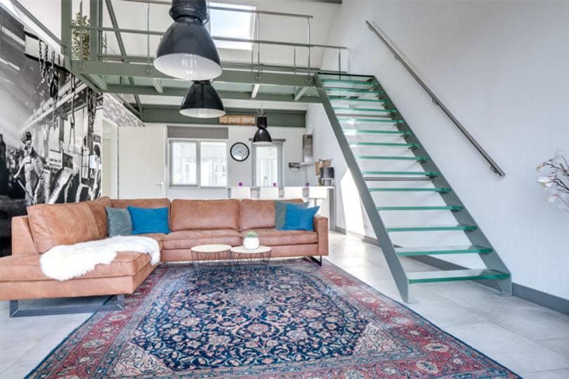 industriele trap in een woning