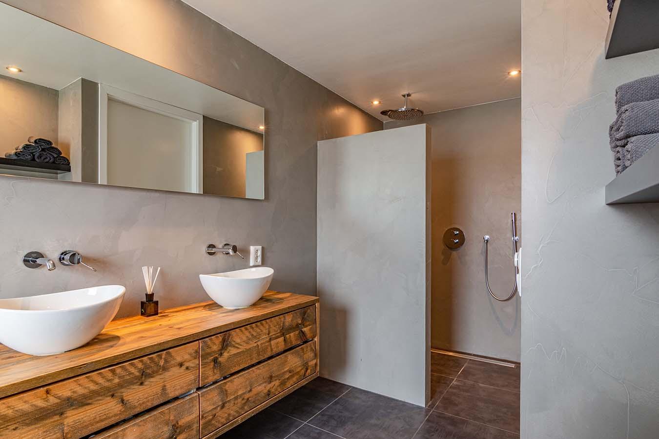 wastafels in de badkamer