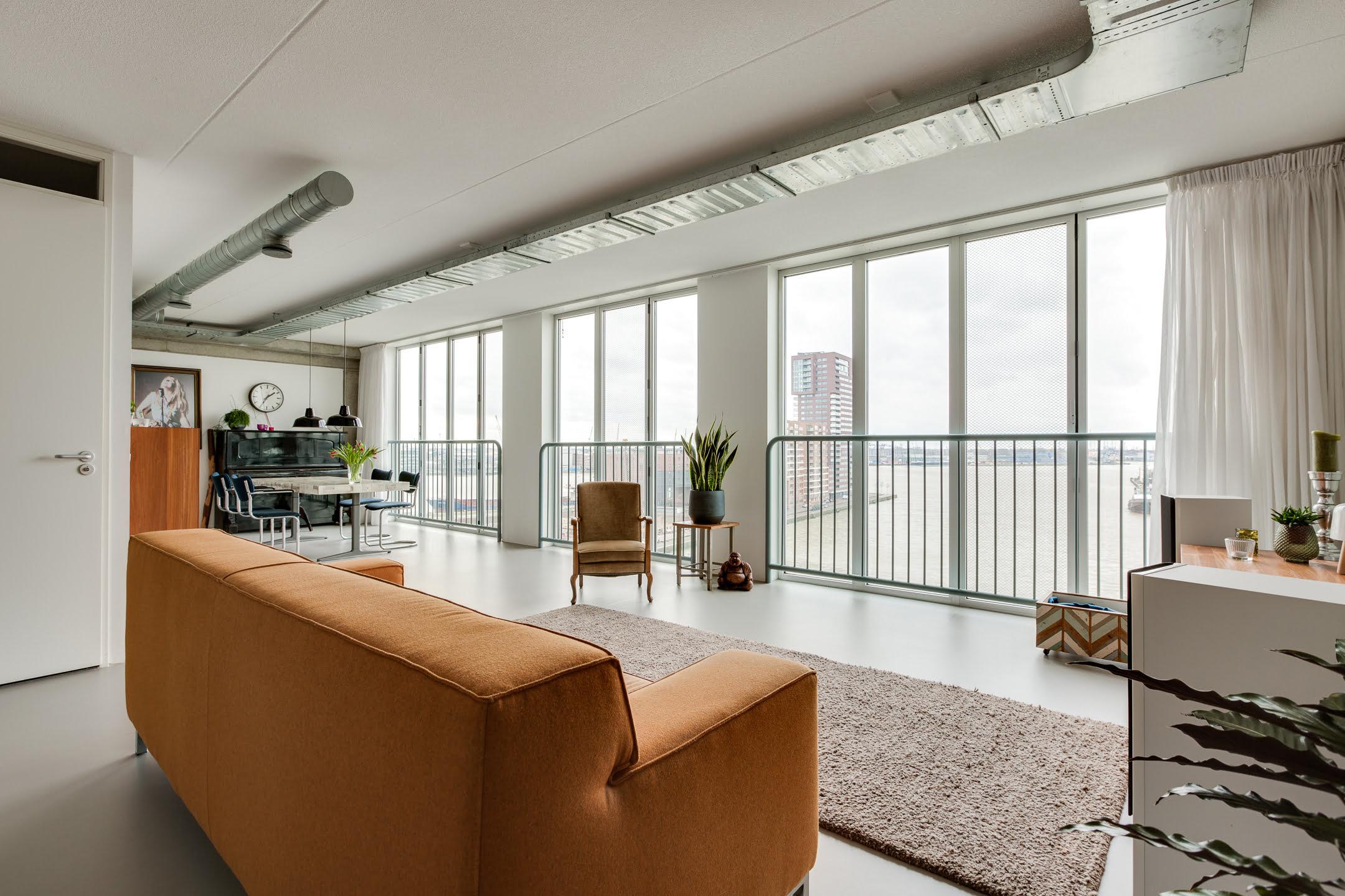 appartement met uitzicht op de haven van rotterdam