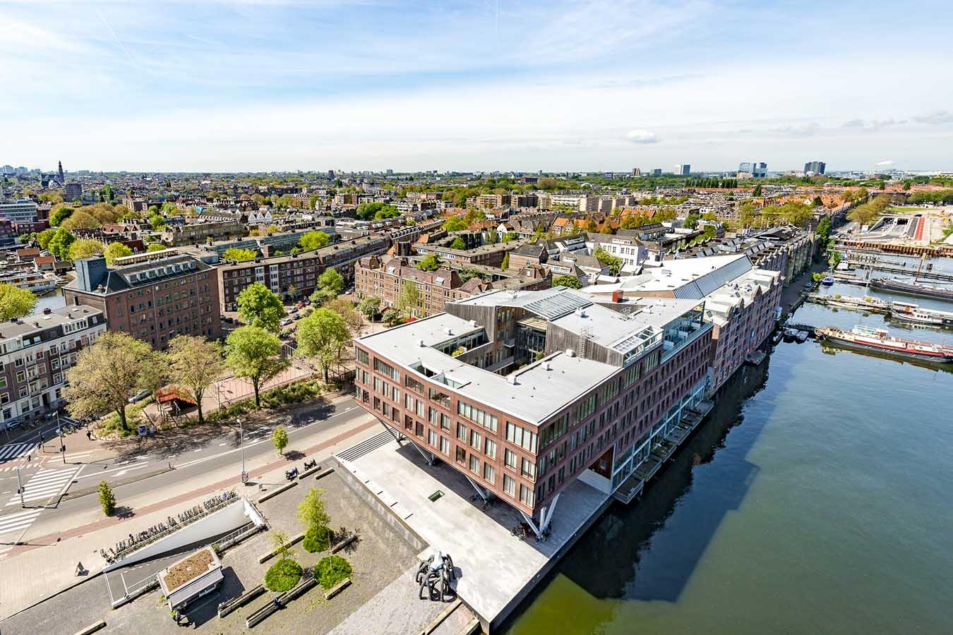 uitzicht op amsterdam vanuit een woning