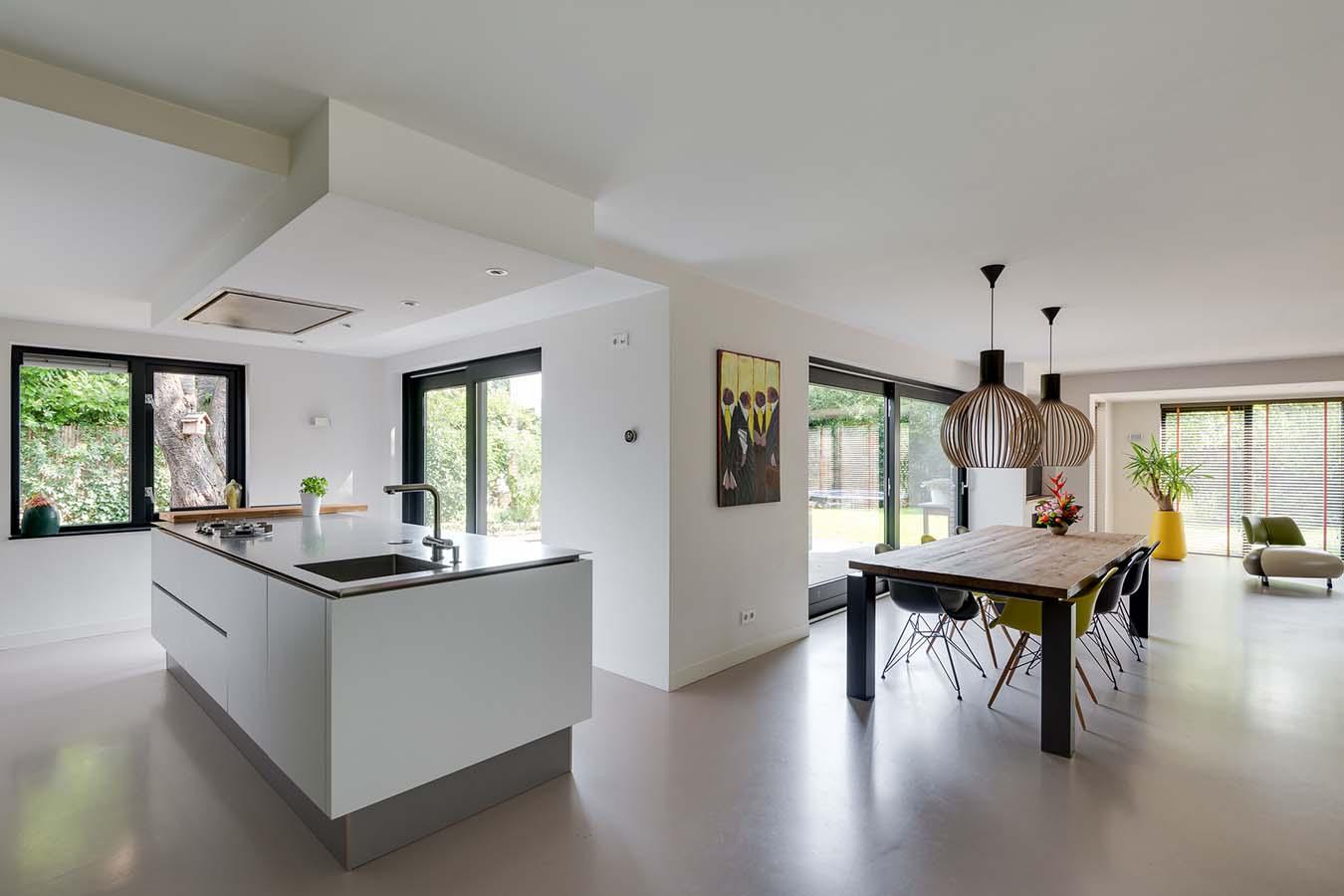kookeiland met een grote woonkamer
