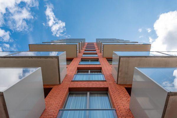 detailfoto van een balkon van een woning