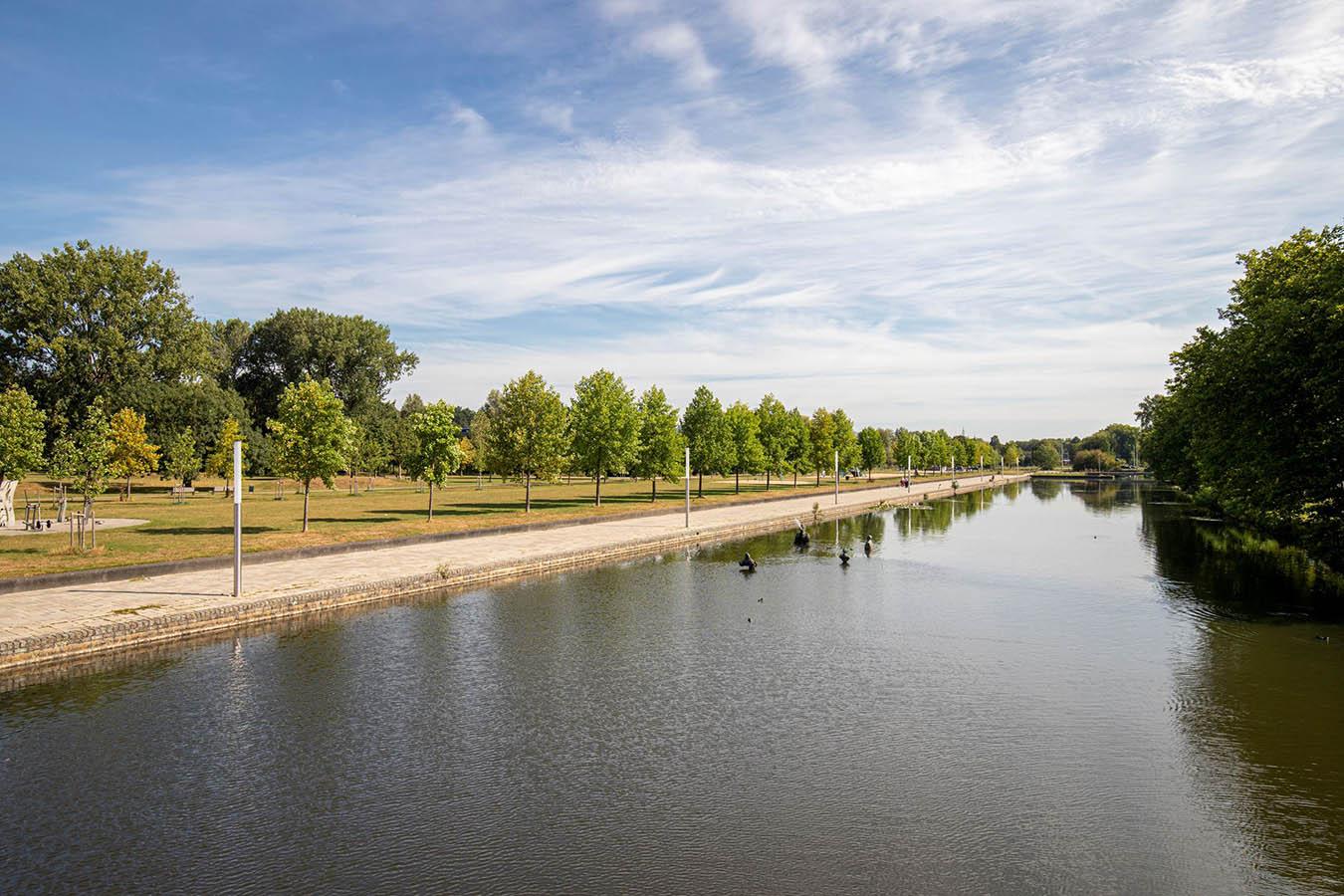 uitzicht op een kanaal