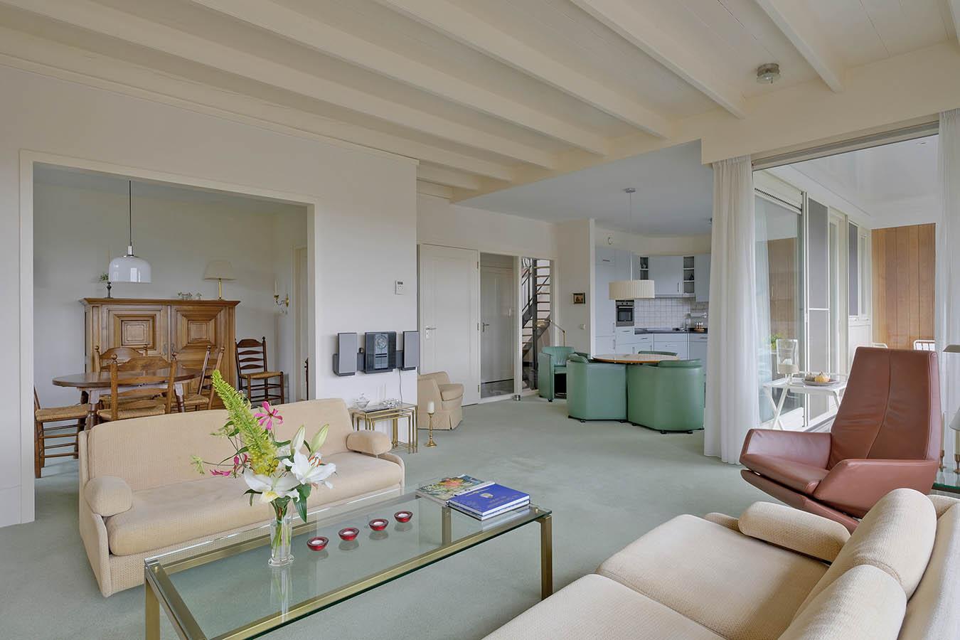 woonkamer met historische eiken balken
